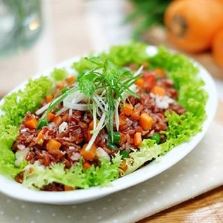 Salad cơm gạo lứt