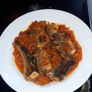 Cách làm cá nục chiên sốt cà chua