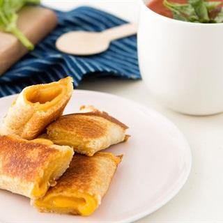 Cách làm Bánh sandwich cuộn phô mai nướng bằng chảo