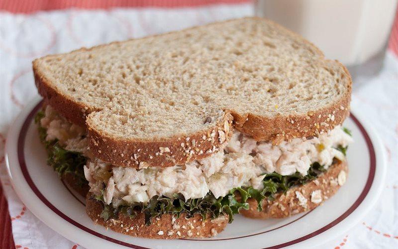Cách làm Salad cá ngừ hộp trộn mayonnaise