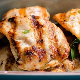 Cách làm ức gà nướng tỏi