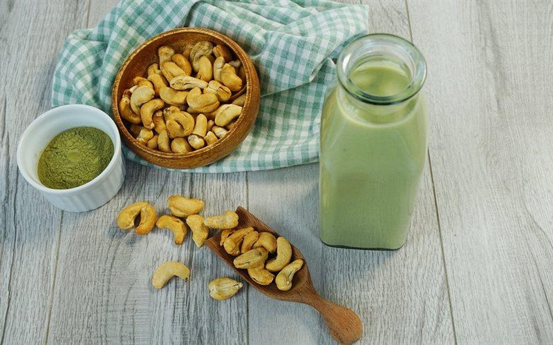Cách làm sữa hạt điều trà xanh matcha