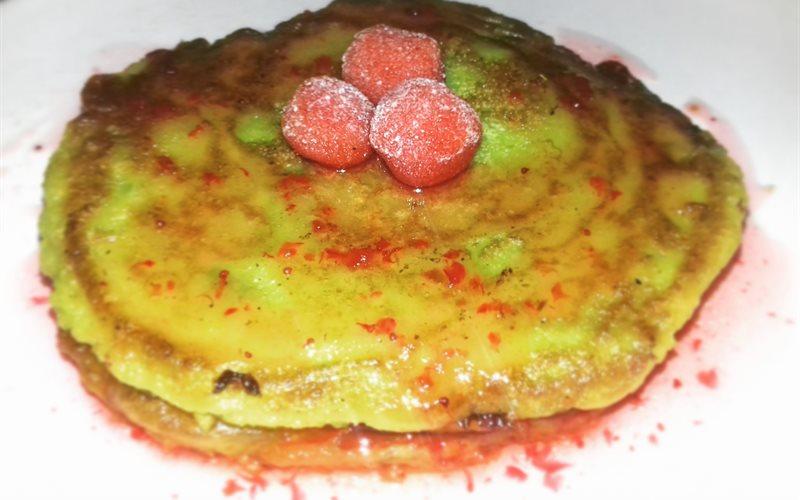 Cách làm Bánh pancake bơ xanh sốt dâu tây
