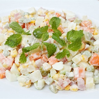 Cách làm salad Nga ngon như ngoài hàng