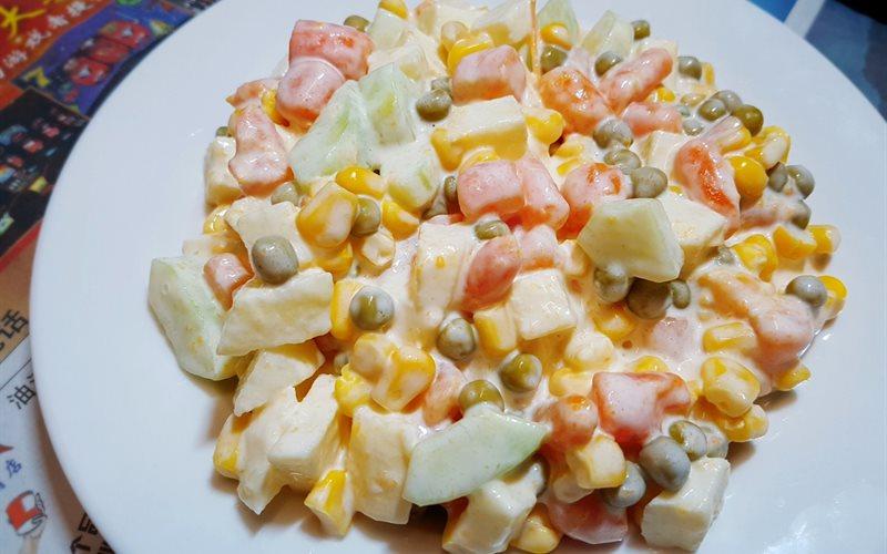 Cách làm salad Nga với táo