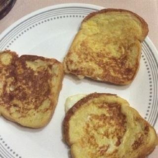 Cách làm bánh mì sandwich chiên bơ trứng