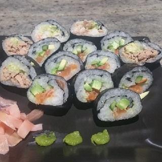 Cách làm sushi cuộn bơ cá hồi