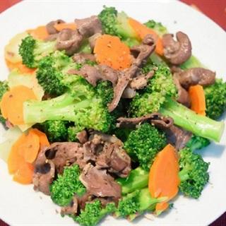 Cách làm tim heo xào bông cải cà rốt