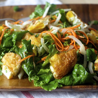 Cách làm Salad rau củ trứng chiên kiểu Thái