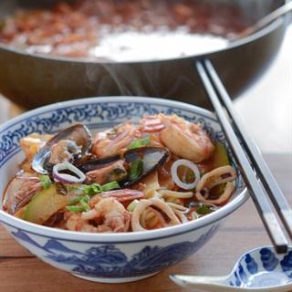 Cách làm Mì hải sản cay Hàn Quốc