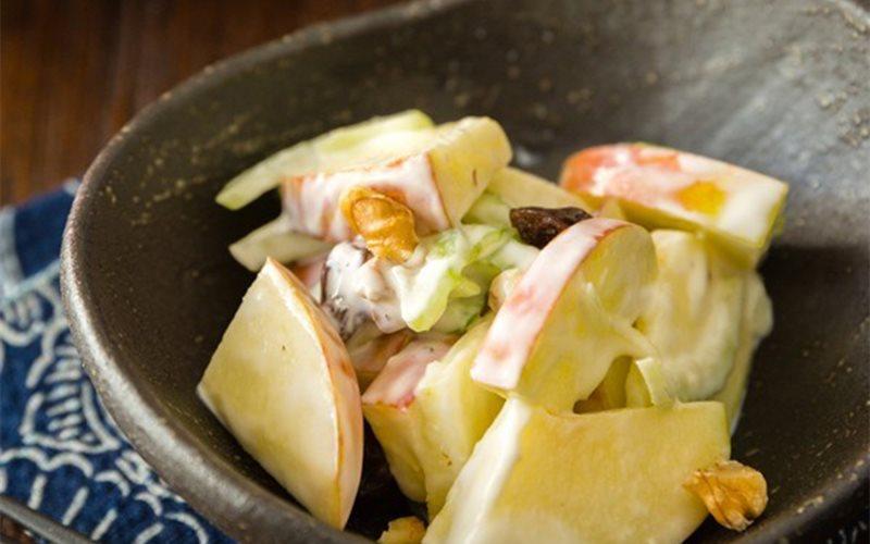 Cách làm salad táo quả óc chó