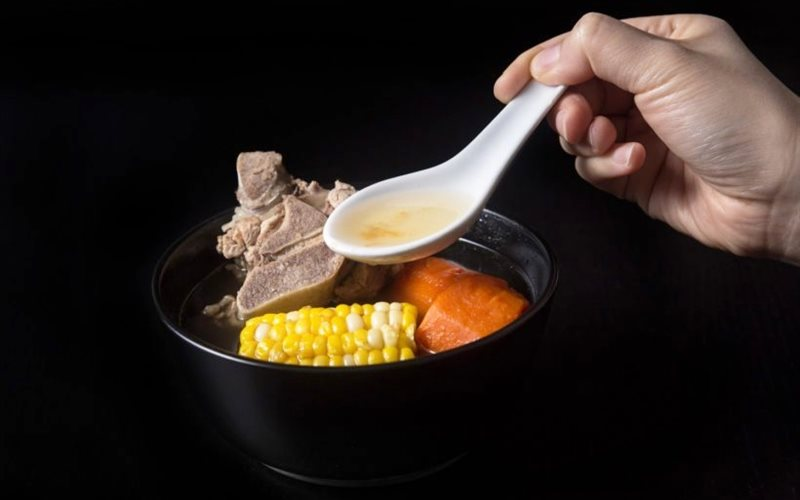 Cách làm Canh xương heo hầm bắp cà rốt