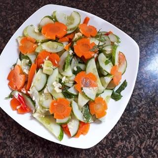 Cách làm dưa góp bằng dưa leo và cà rốt
