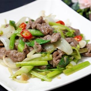 Cách làm Thịt bò xào cần tây và hành tây