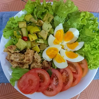 Cách làm Salad thịt xông khói sốt Thái