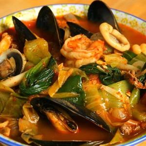 Lẩu hải sản nấu cay Hàn Quốc