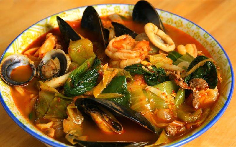Cách làm Lẩu hải sản nấu cay Hàn Quốc