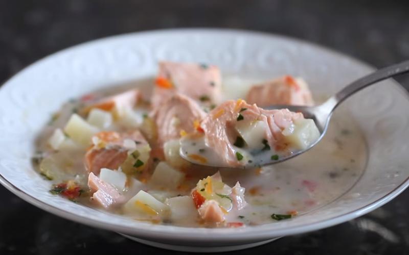 Cách làm súp cá hồi rau củ