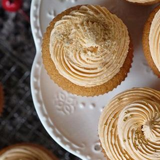 Cách làm cupcake trà Thái đỏ