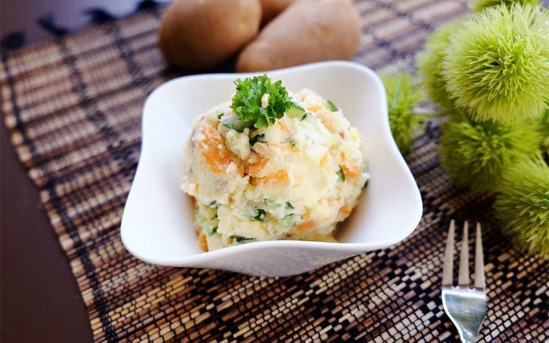 Cách làm salad khoai tây nghiền rau củ