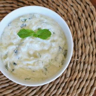 Cách làm salad sữa chua trộn dưa leo