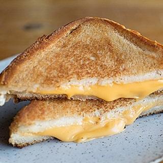 Cách làm bánh mì kẹp phô mai chiên bơ