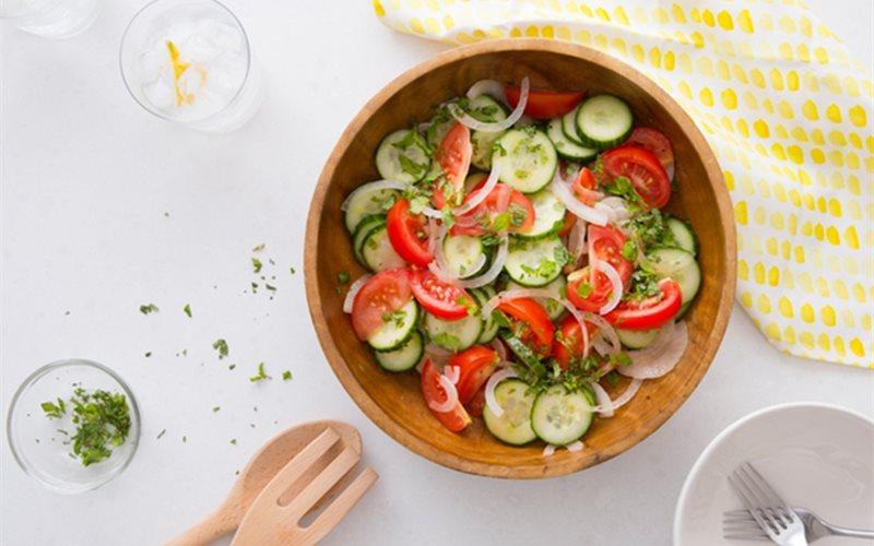 Cách làm salad dưa leo cà chua giảm cân