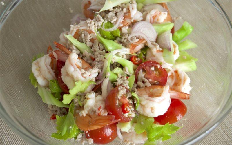 Cách làm salad tôm thịt đơn giản