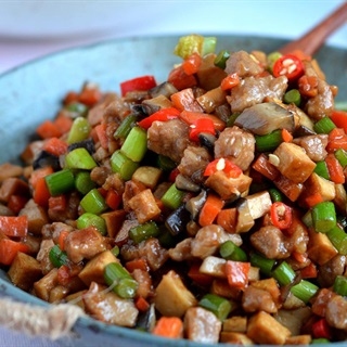 Cách làm thịt heo xào nấm rau củ