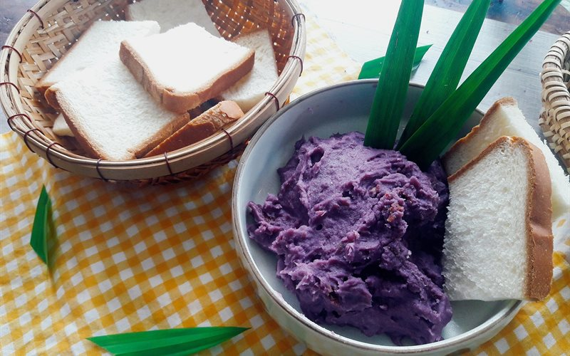 Cách làm xốt khoai lang lá dứa phết bánh mì