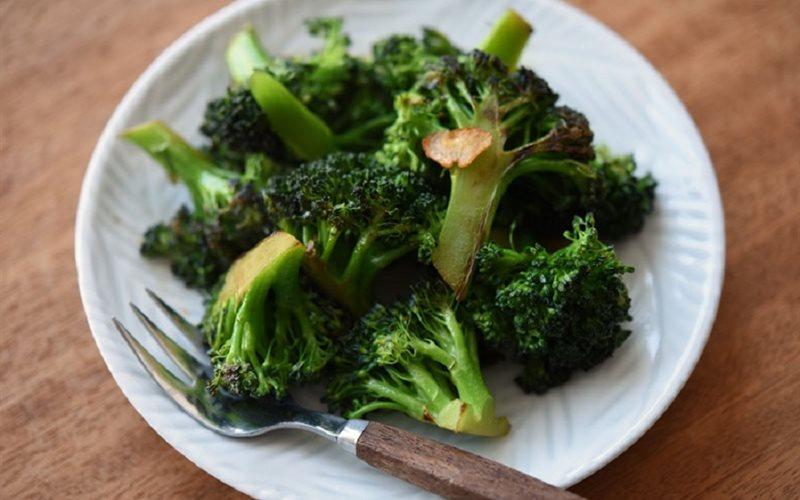 Cách làm bông cải xanh xào tỏi đơn giản