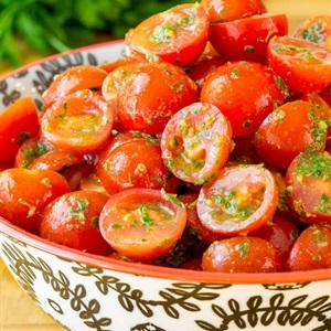 Salad cà chua sốt Pesto