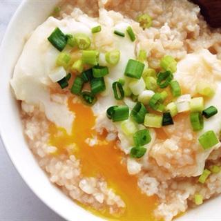 Cách làm cơm nấu trứng chần