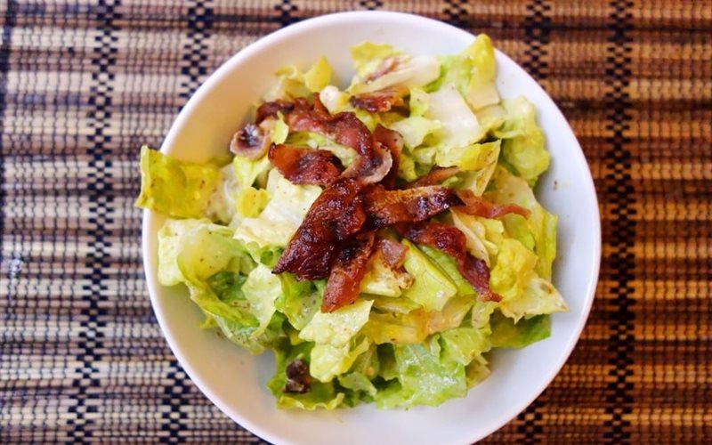 Cách làm salad xà lách trộn thịt xông khói