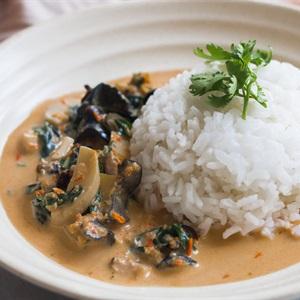 Cà ri ốc bươu lá lốt kiểu Thái