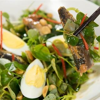 Cách làm Gỏi rau càng cua trộn cá hộp
