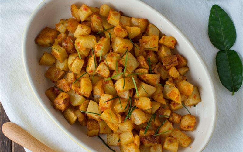 Cách làm khoai tây xào cay