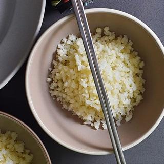 Cách làm Cơm bông cải trắng xào