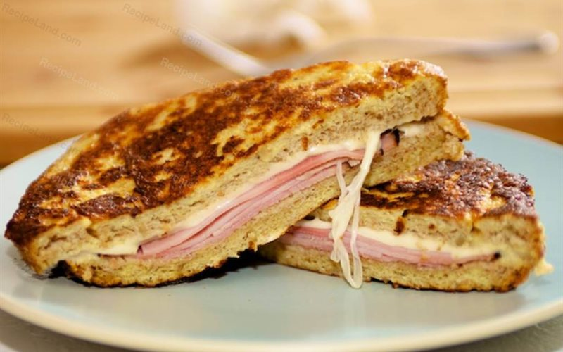 Cách làm Monte Cristo Sandwich kẹp thịt nguội và phô mai