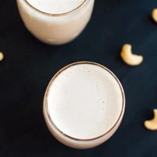 Cách làm sữa hạt điều cho bé