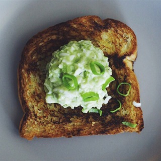 Cách làm salad trứng bơ béo ngậy