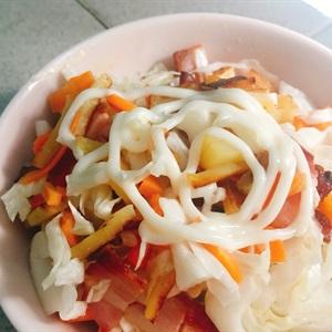 Salad rau củ thịt nguội