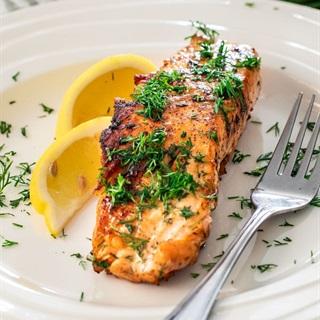 Cách làm Cá hồi áp chảo bơ chanh