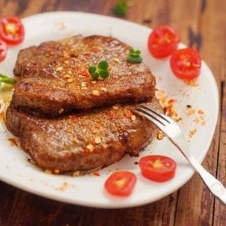 Cách làm bò bít tết chiên áp chảo