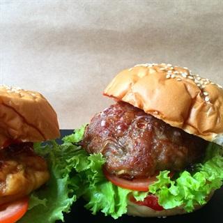 Cách làm Burger thịt sốt dầu hào Maggi