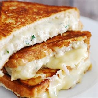 Cách làm sandwich kẹp thịt gà phô mai