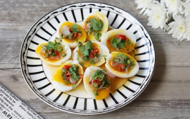 Cách làm trứng lòng đào sốt chua cay, mặn ngọt
