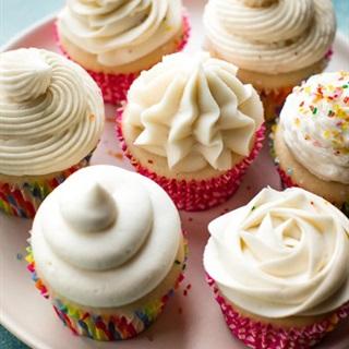 Cách làm Kem bơ vani phủ bánh cupcake