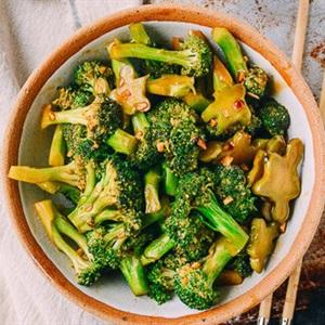 Bông cải xanh xào nước tương tỏi