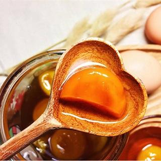 Cách làm lòng đỏ trứng ngâm mật ong